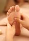 Fußreflexzonenmassage ist eine über Reflexpunkte am Fuß wirkende Form der Massage.